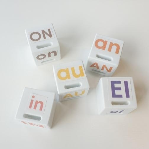 Cubes personnalisés : digraphes